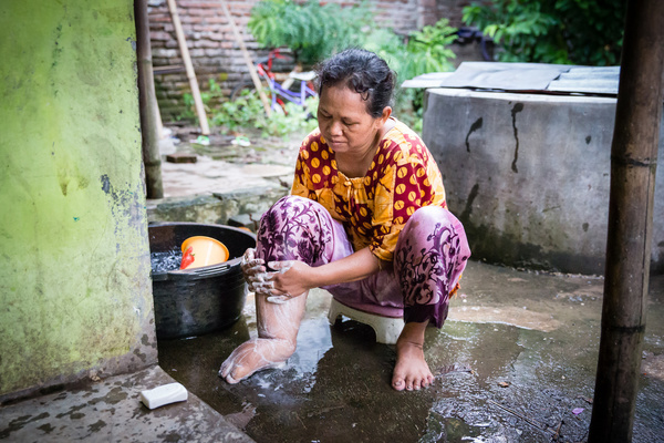 Warnoah washing her leg as part of her daily routine. Warnoah is an LF patient, a house wife and a mother of two. Pekalongan, Indonesia.